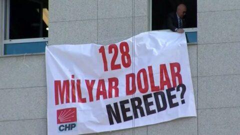 Mahmut Tanal '128 milyar dolar nerede' afişini TBMM'ye astı
