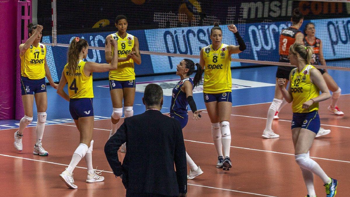 Fenerbahçe Opet'te corona krizi! Vakıfbank maçına çıkamayacaklar...