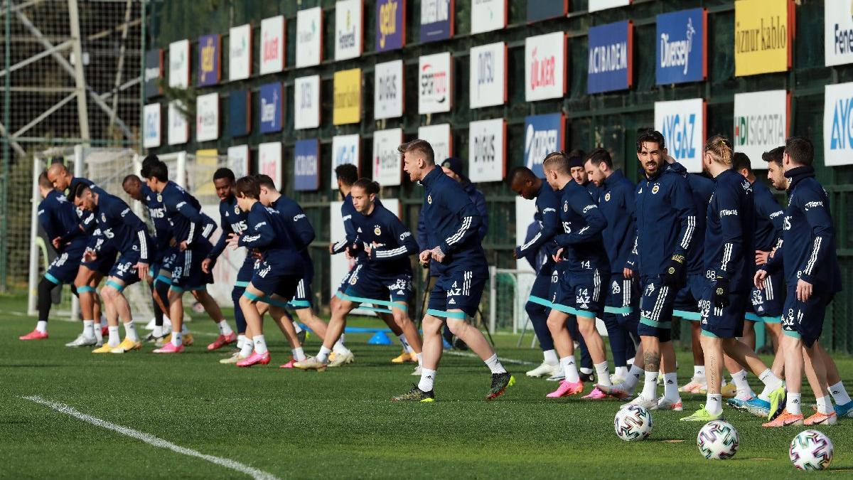 Fenerbahçe'de 4 futbolcunun tedavisine devam edildi