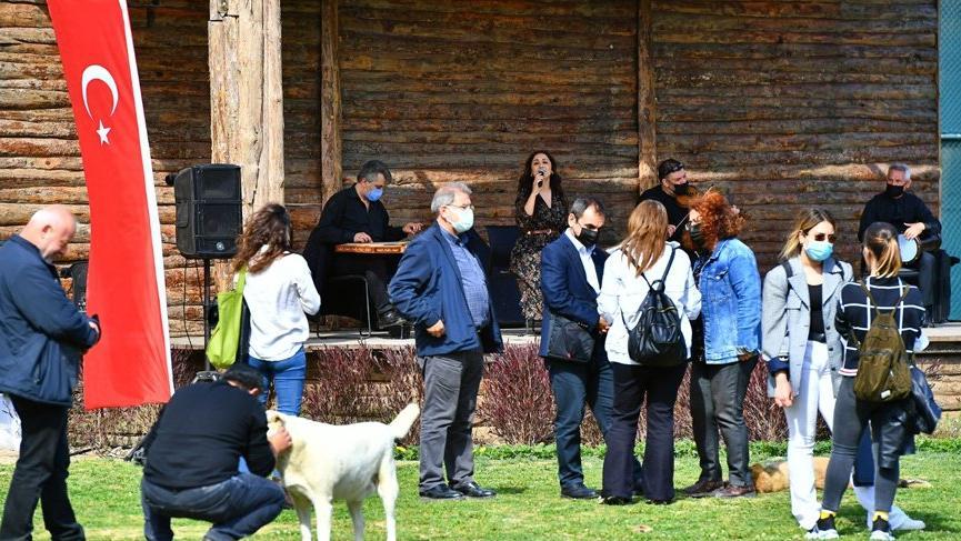 İzmir'de pandemiden etkilenen müzisyenlere destek etkinlikleri düzenlendi