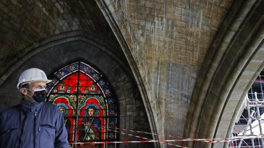 Macron, Notre-Dame Katedrali'nin restorasyon alanını ilk kez ziyaret etti