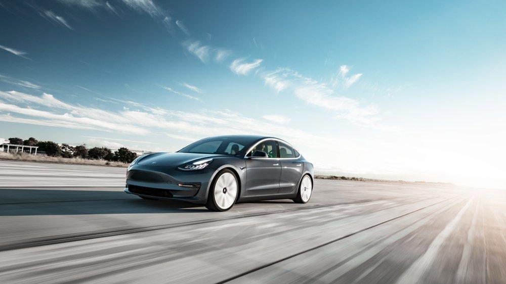 Tesla'nın yeni oto pilot yazılımı ertelendi