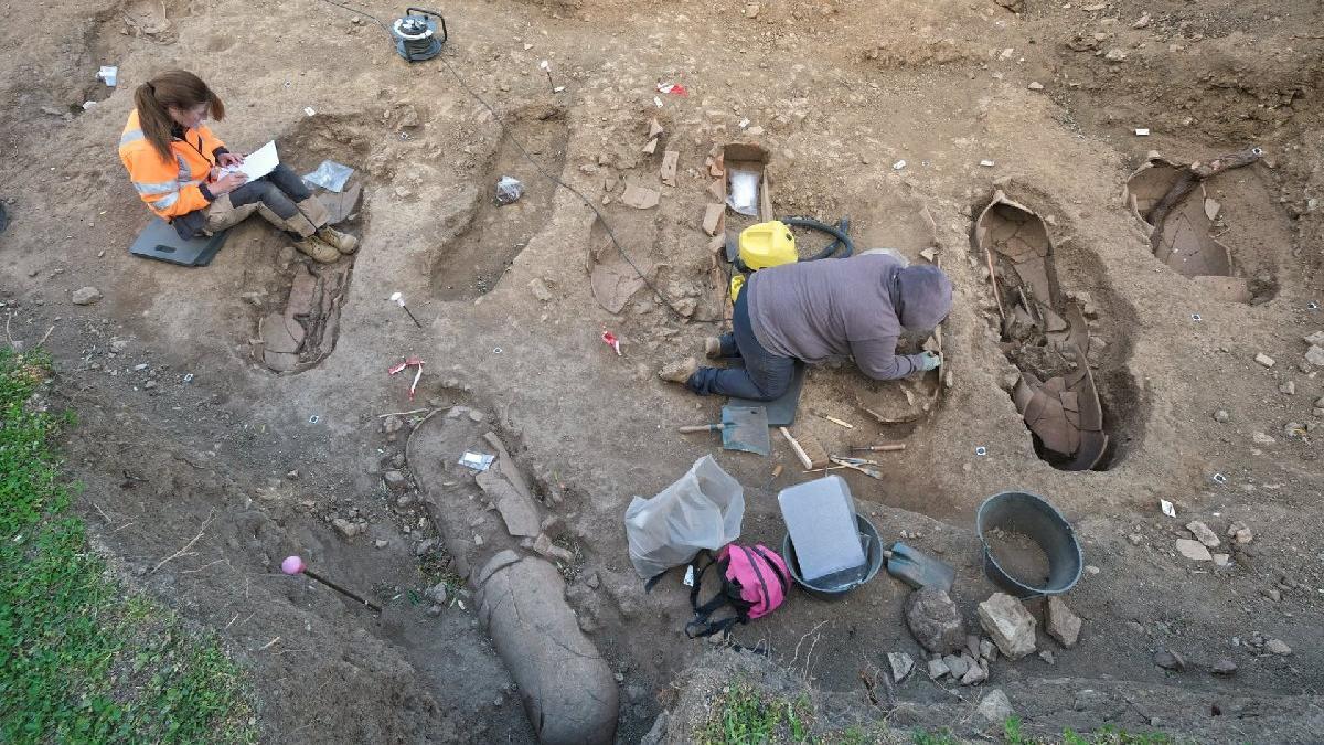 Arkeologlar şaşkın: 40 tabut bulundu