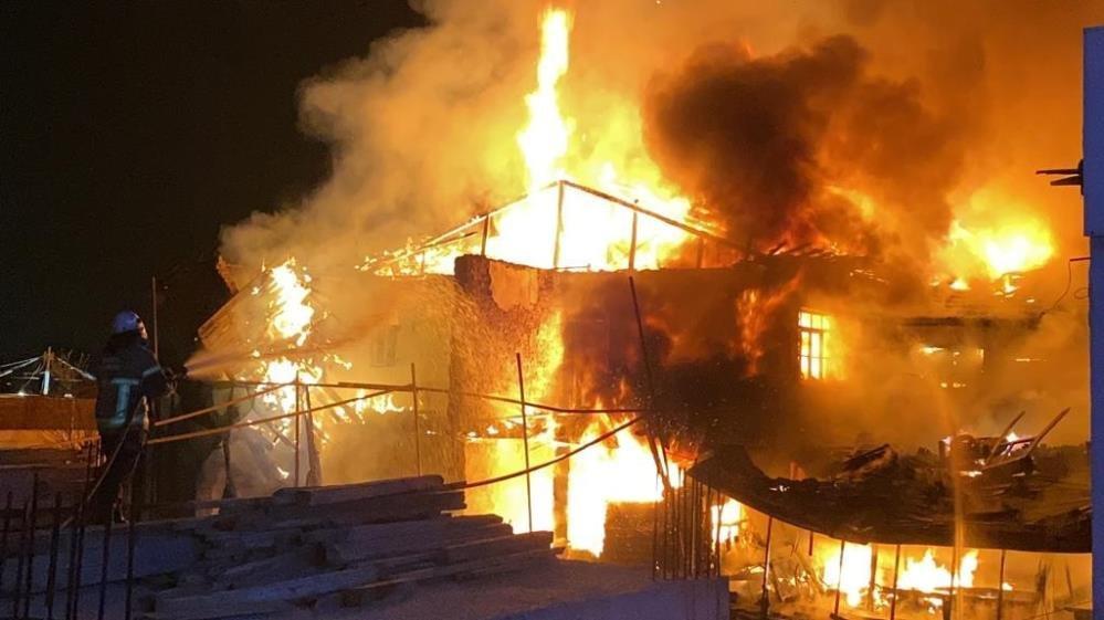Bursa'da antika dükkanında büyük yangın