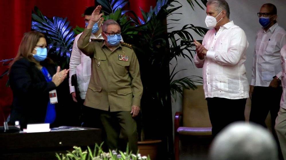 Castro, PCC Genel Sekreterliği görevini bıraktı