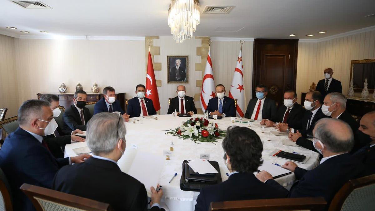 Çavuşoğlu ve Tatar'dan ortak açıklama: Federasyonu dayatmak istiyorlar