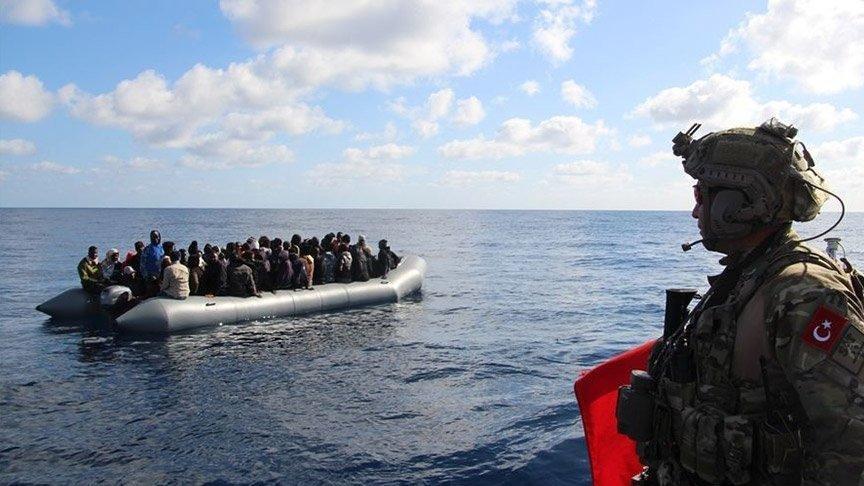 Yunanistan tarafından geri itilen düzensiz göçmenler kurtarıldı