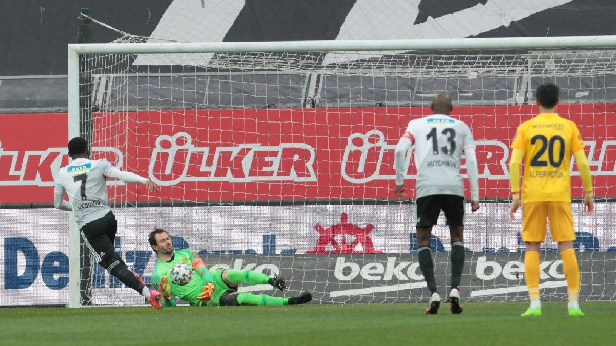 Penaltıyı kaçıran N'koudou'ya büyük tepki! 17 maç sonra kazandı ama...