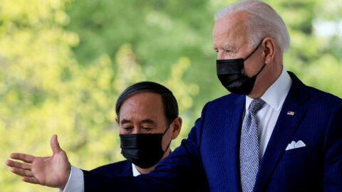 Biden'dan göreve geldikten sonra ilk yüz yüze görüşme: Japonya Başbakanı Suga'yla bir araya geldi