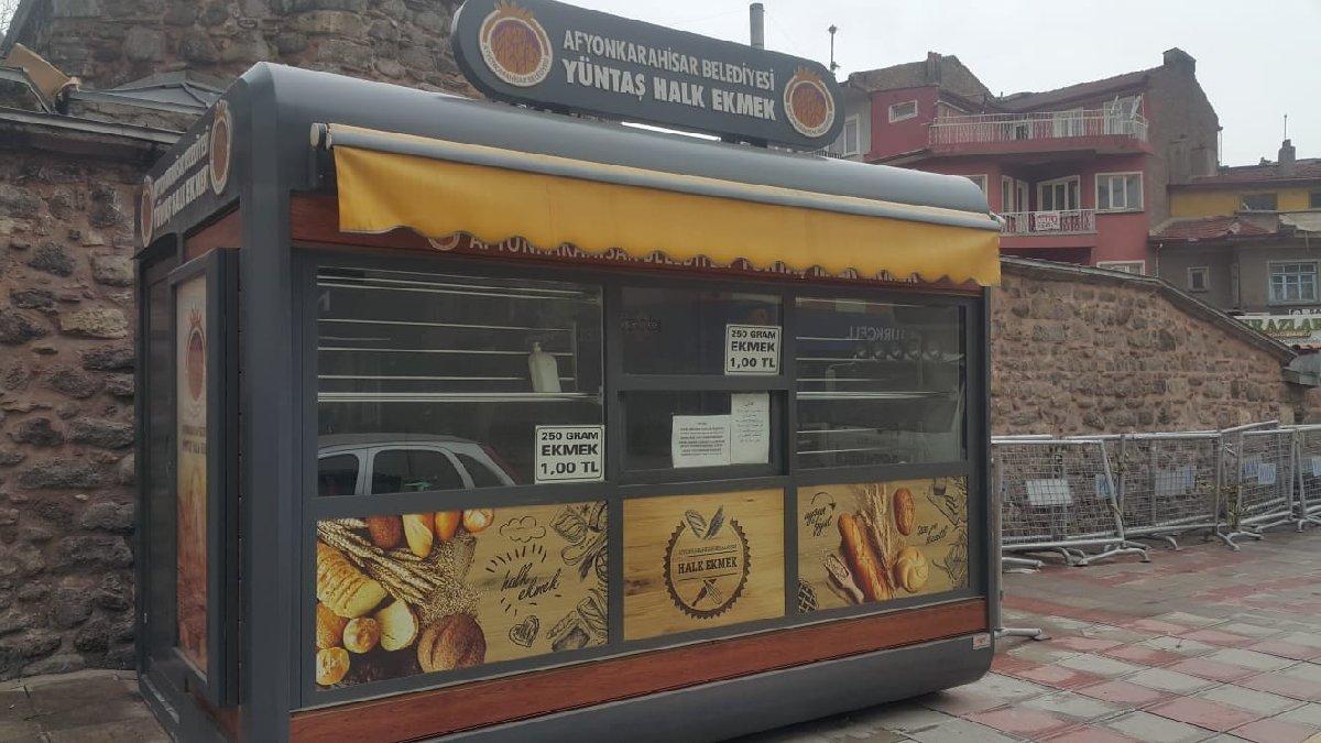 Sosyal mesafesiz kuyruk gerekçe gösterilip halk ekmek büfesi kapatıldı