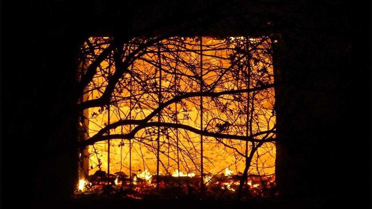 Yangında 2 ev ve 1 ahır kül oldu