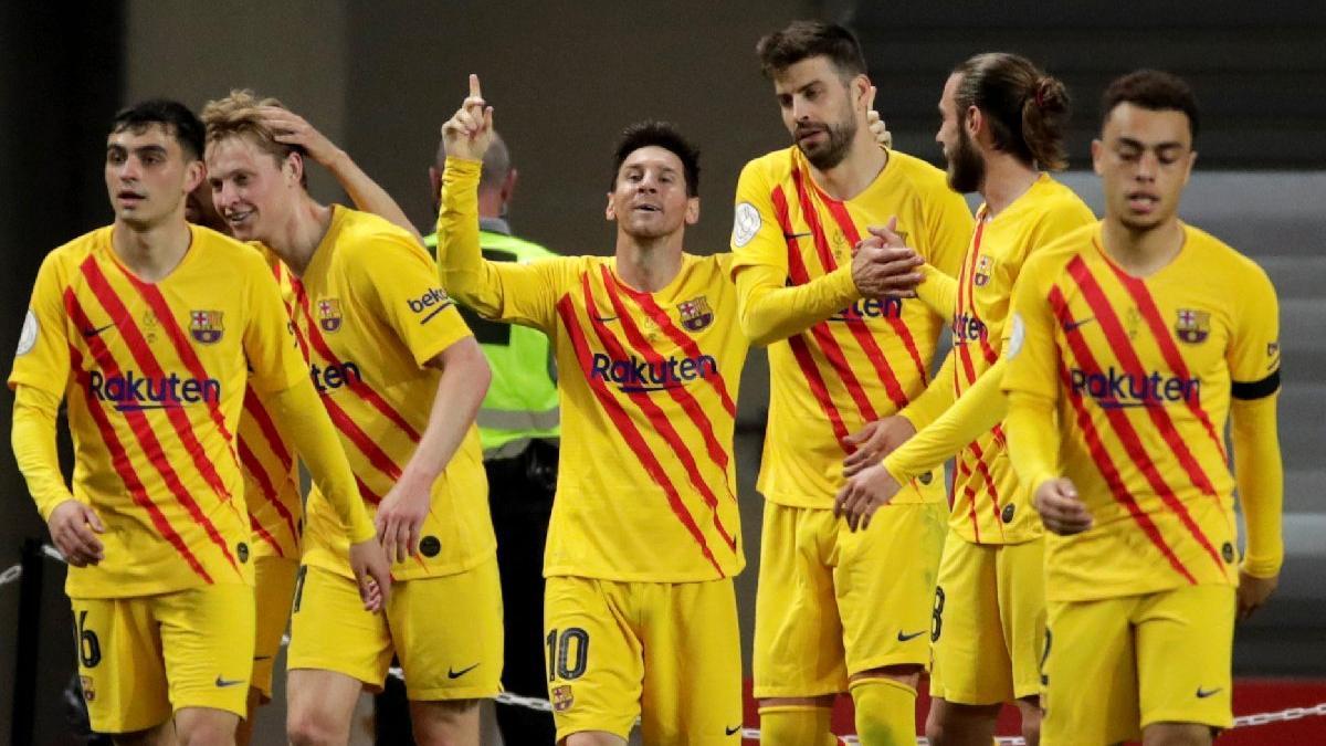 Barcelona kupayı kaldırdı... Lionel Messi yine tarih yazdı
