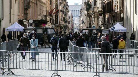 İtalya'da son 24 saatte Covid-19'a bağlı 251 can kaybı