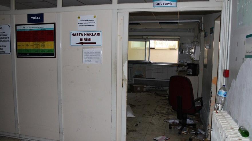 Devlet hastanesi harabeye döndü