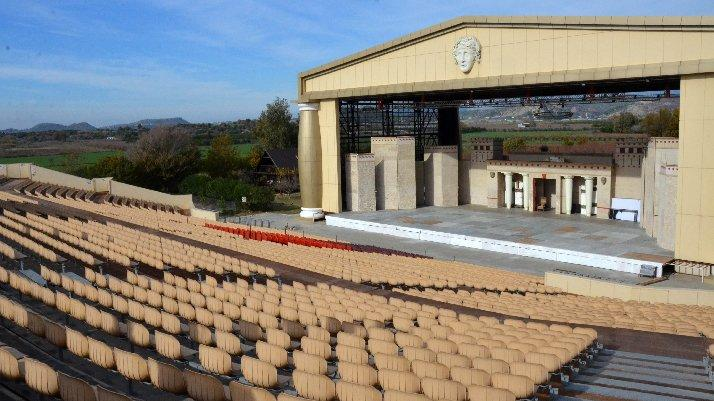 Yıkım kararı verilen Aspendos Arena tarım arazisinden çıkarıldı