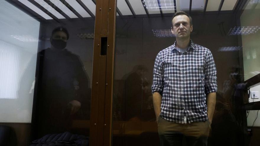 Muhalif siyasetçi Navalny hastaneye kaldırıldı