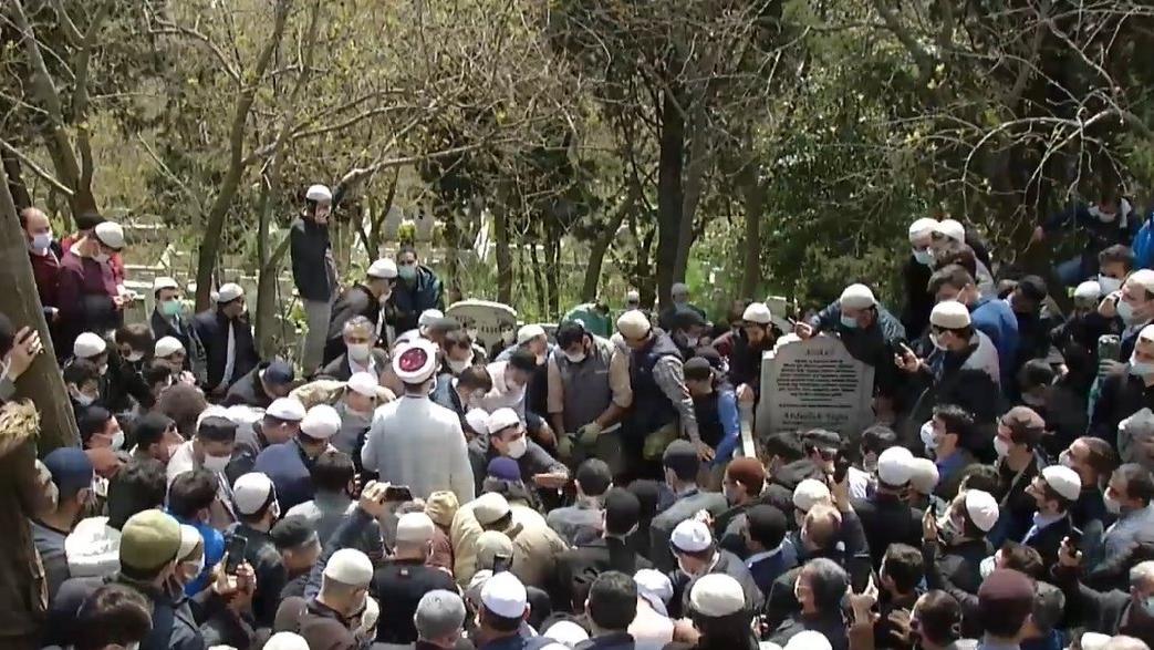 Coronadan ölen Hüsnü Bayramoğlu'nun cenazesinde imamı da dinleyen olmadı