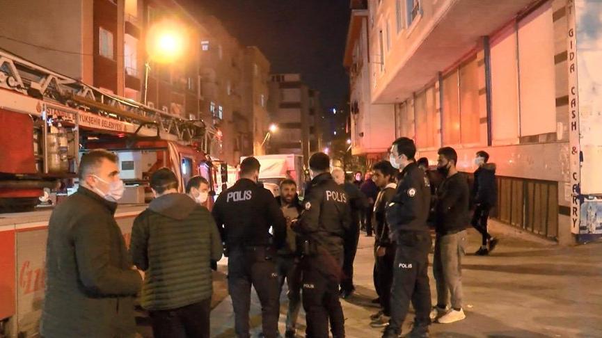 İstanbul'da gecekonduda çıkan yangın yan binaya sıçradı