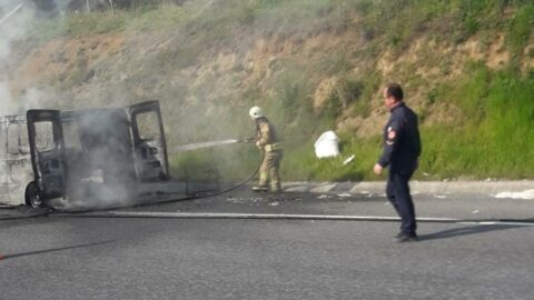 Riva Kuzey Marmara Otoyolu'nda kamyonet yangını