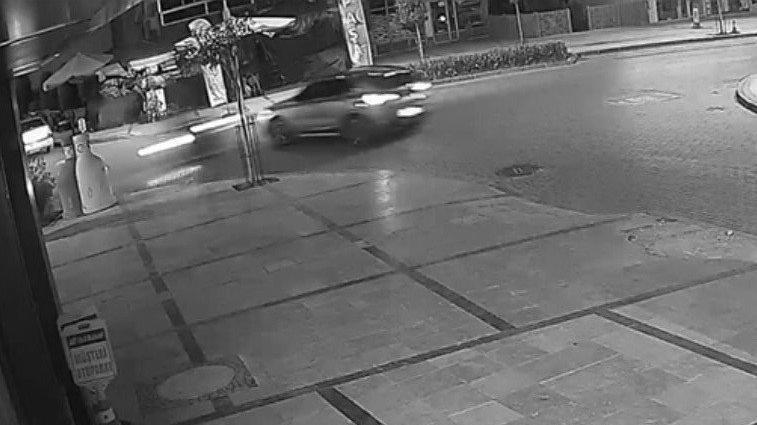 Motorlu kuryenin ölümden döndüğü kaza anı kamerada