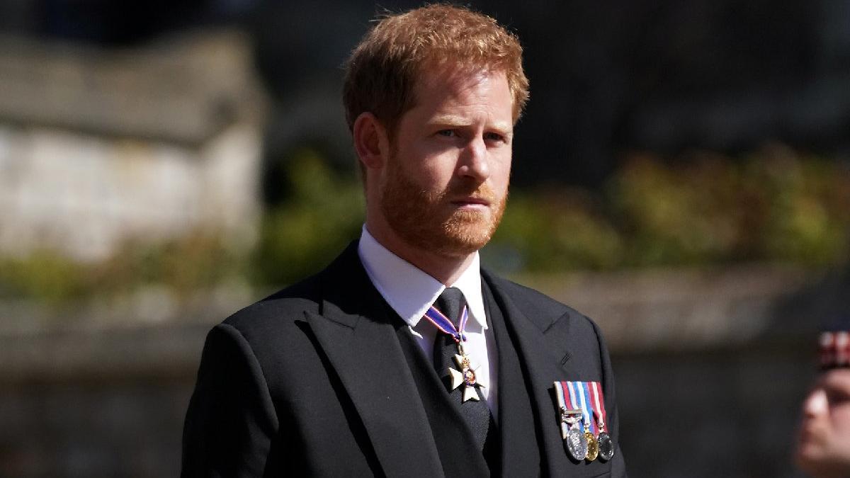 Tam buzlar eridi derken... Kraliçe'nin doğum gününü bile beklemedi: Prens Harry apar topar ABD'ye döndü