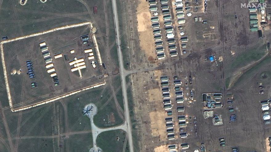 Uydu fotoğrafları panik yarattı: Rusya sınıra asker ve uçak yığıyor