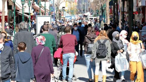Eskişehir'de 3 günlük kısıtlama öncesi sokaklar doldu