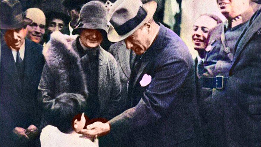 """""""Atatürk gibi bir liderimiz olmadığı için üzüldüm!"""""""