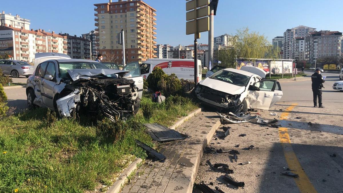 Ankara'da feci kaza: 3'ü çocuk 7 yaralı
