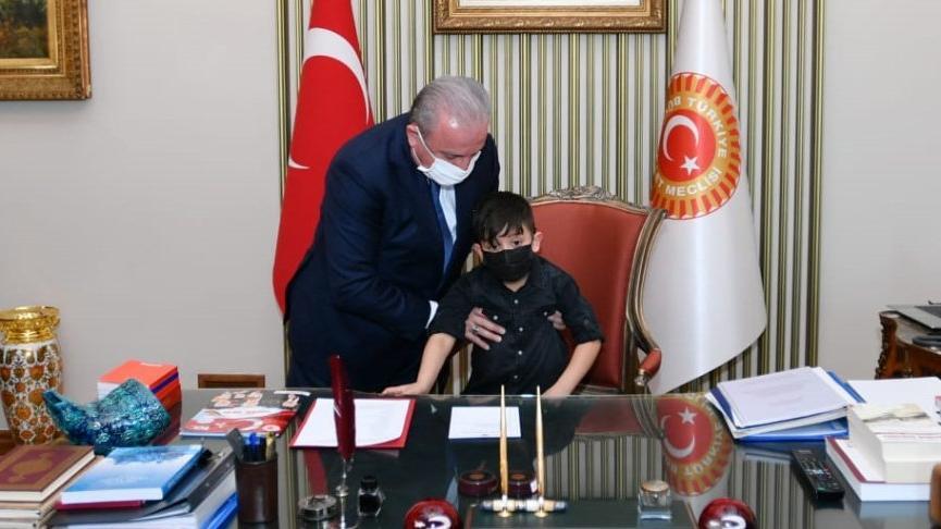 TBMM Başkanı Mustafa Şentop, koltuğunu Miraç Eymen Kaya'ya devretti