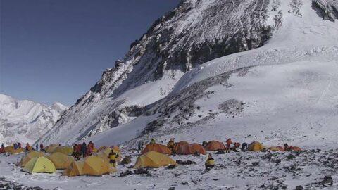 Dünyanın zirvesinde corona alarmı: Everest Dağı'nda ilk vaka