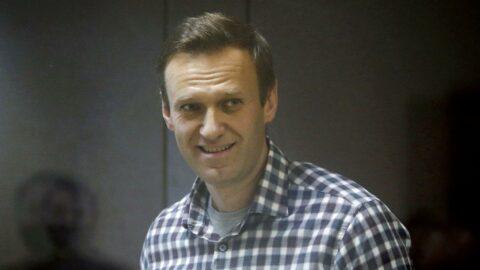 Durumu ağırlaşarak hastaneye kaldırılmıştı... Navalni açlık grevini bıraktı