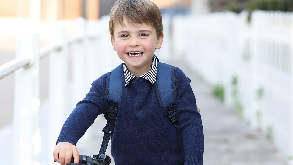 Prens Louis üç yaşında: Doğum günü fotoğrafını Düşes Kate çekti