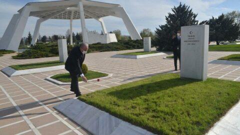 TBMM Başkanı Mustafa Şentop, Devlet Mezarlığı'nı ziyaret etti