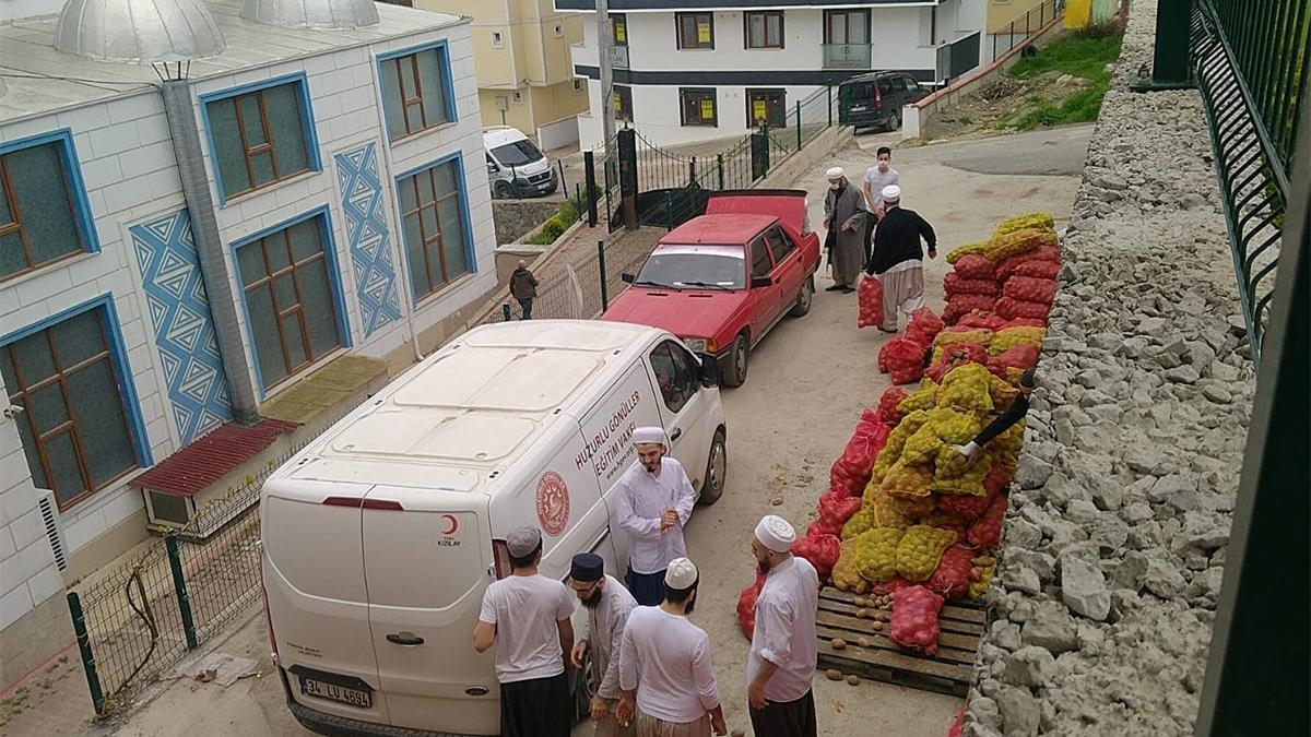 AKP'li belediyeye teslim edilen patates soğanları, tarikatçı vakıf dağıttı