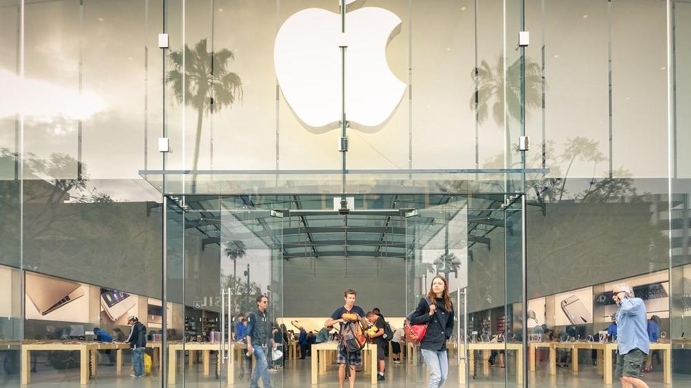 Apple çalışanları iş yerlerinde COVID-19 aşısı yaptırabilecekler