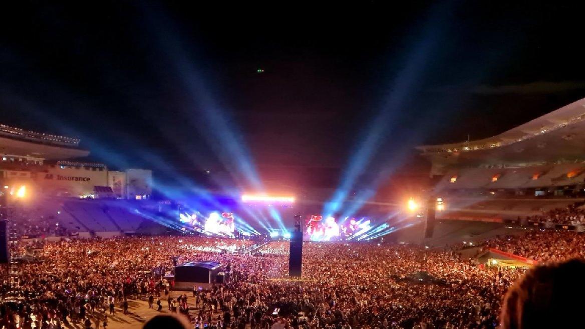 Yeni Zelanda normale döndü: 50.000 kişi konser izledi