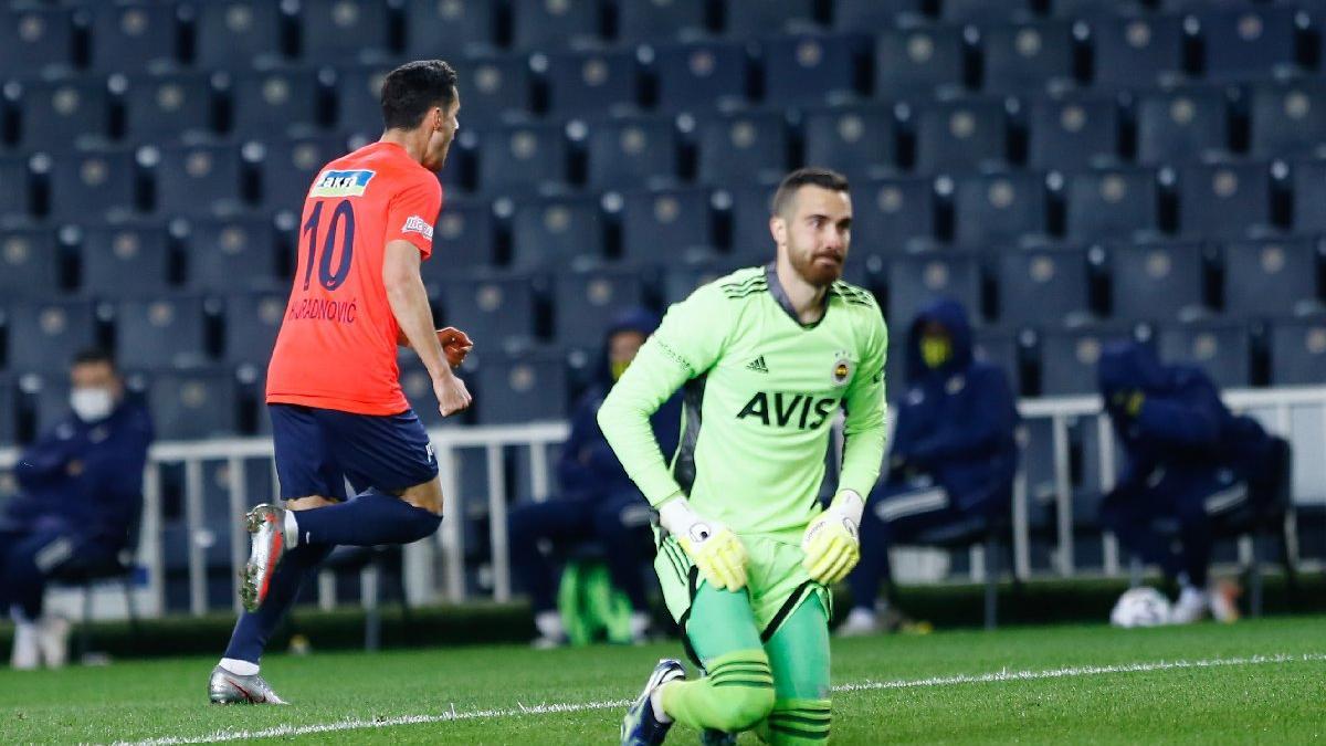 Fenerbahçe kalecisi Harun Tekin'den inanılmaz hata!