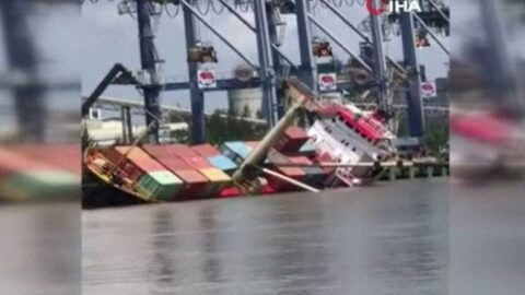 Vietnam'da 2 bin 500 tonluk yük gemisi alabora oldu
