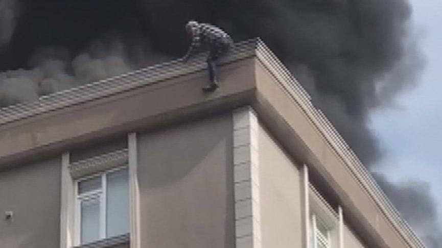 Bağcılar'da çatı yangını: 1 kişi hayatını kaybetti