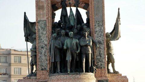 Taksim Cumhuriyet Anıtı'nda yıllardır fark edilmeyen ayrıntı: İki yıldır ortada yok!