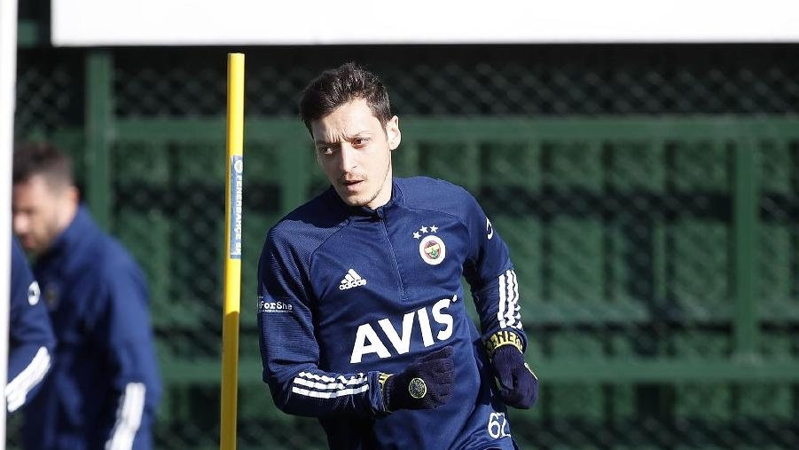 Fenerbahçe'de Mesut Özil haftalar sonra kadroda
