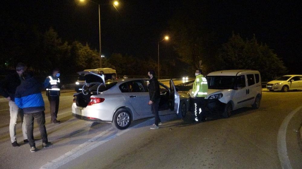 Kısıtlamada uyuşturucu partisi polis aracına çarpınca bitti