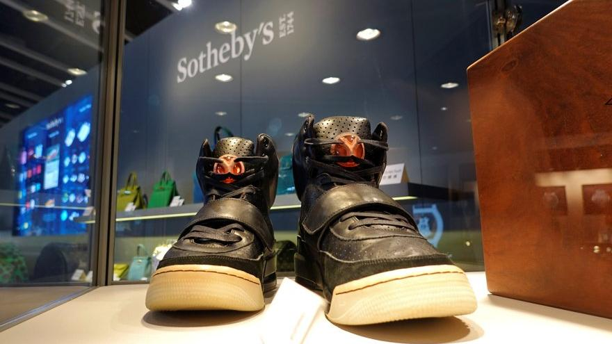 Ünlü şarkıcı Kanye West'in Yeezy ayakkabısı 1.8 milyon dolara satıldı