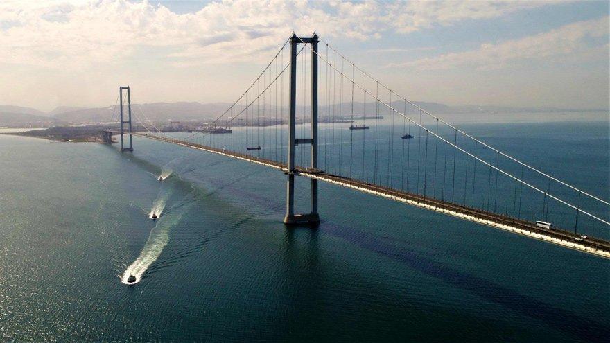 Köprülere çuvalla para emekliye 100 lira zam