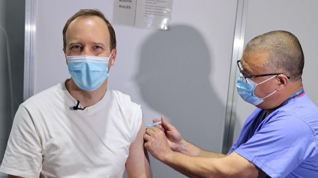 İngiltere Sağlık Bakanı Hancock'tan aşı paylaşımı: 8 dakikada girip çıktım