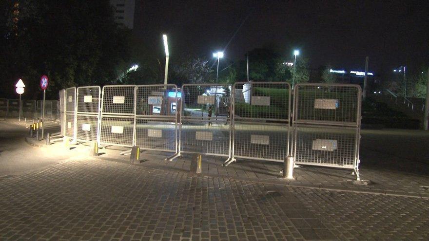 Gezi Parkı 1 Mayıs öncesi polis barikatlarıyla kapatıldı
