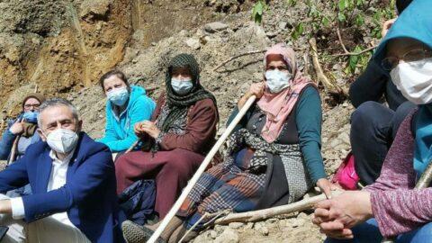 Köylü kadınlar yazıp besteledi, CHP'li vekiller eşlik etti