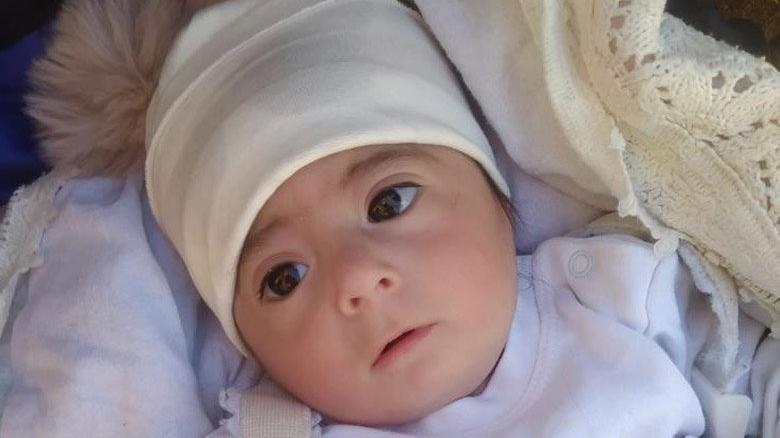 Beşiğinde uykuya dalan Azra bebek bir daha uyanamadı