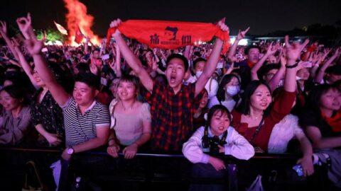 Coronanın sıfır noktası Wuhan'da maskesiz ve mesafesiz festival
